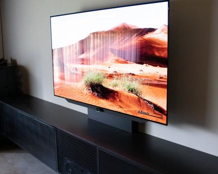 Televisie en projectie in één ruimte gecombineerd