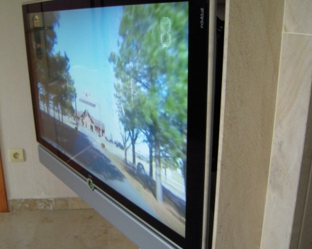 TV aan Future automation manuele beugel