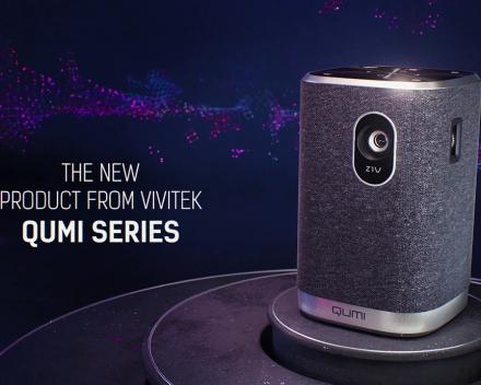 Qumi Z1 de kleinste led projector met ingebouwde bluetooth speaker