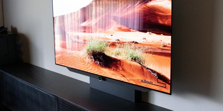 Televisie en projectie in één ruimte gecombineerd Televisie en projectie in één ruimte gecombineerd